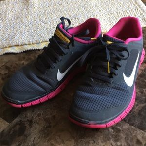 Nike Live Strong Free Running Sneaker 8.5